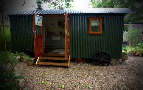 Hygge! shepherds hut and studio in the city.