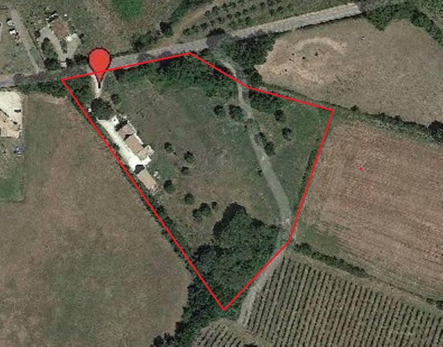 Vue aérienne délimitée de notre propriété ou vous serez chez vous ...