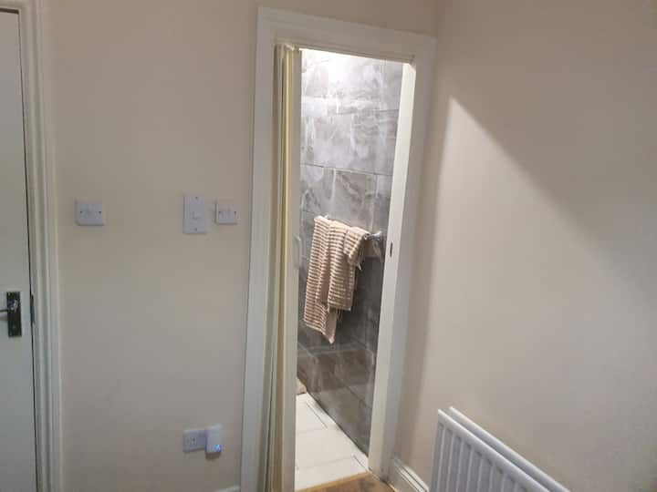 Comfotable room with Shower - Newcastle City