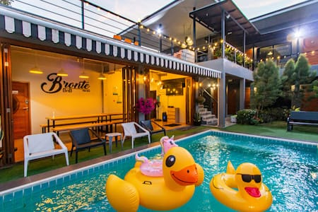 Bronte BnB, Pool villa 8 rooms walk to the beach