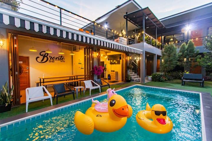 Bronte BnB, Pool villa 8 rooms walk to the beach