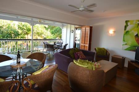 In the heart of Port Douglas..enjoy - Port Douglas - Apartemen
