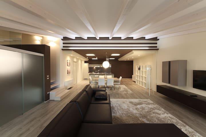 Moderno Loft nel centro di Desenzano