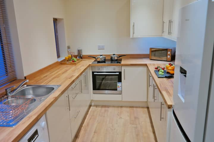• Central Modern Townhouse Fully Furnished Home •