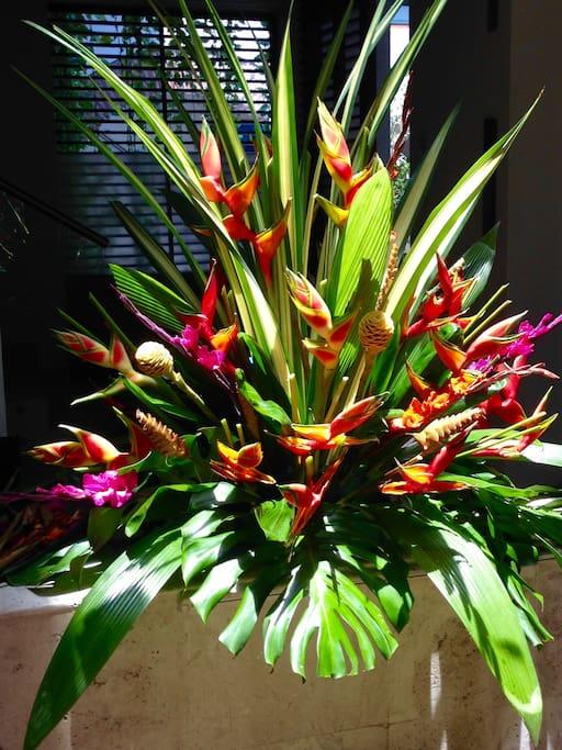 Arreglos florales naturales permanentes en el hotel
