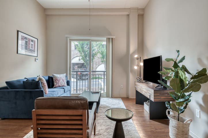Luxury Apt in Desirable West End of Greenville