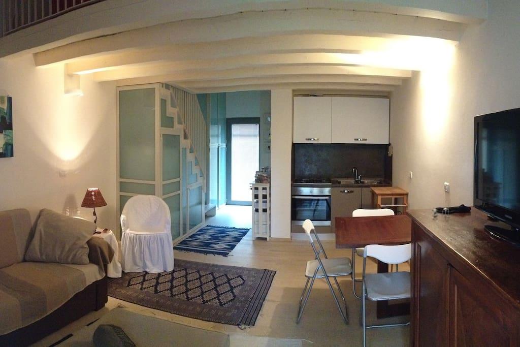 soggiorno e angolo cottura