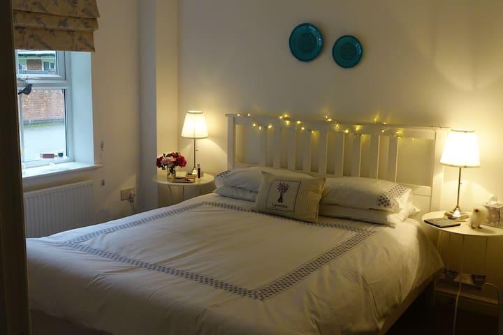 Beautiful double bedroom with en suite.