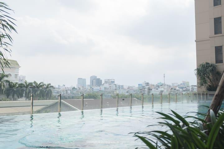 free infinity pool with wonderful view