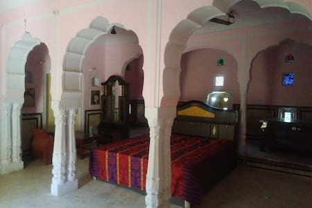 Heritage Haveli in centre on Samode near Jaipur - Samod - House