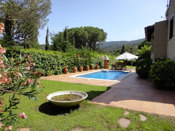 VILLA GOLF- WITH PIVATE POOL AND GARDEN, WIFI, PARKING