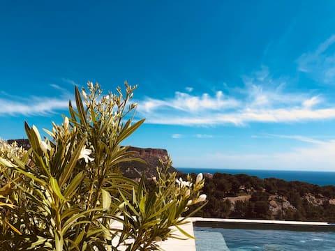 The Hut/pool-sea-view-wi-fi-parking
