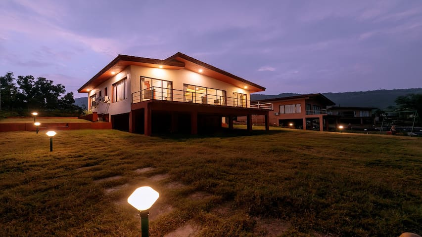Shivom 4 - 3bhk villa w/ lake view by Vista Rooms