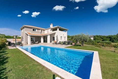 Newly built Villa Pietra