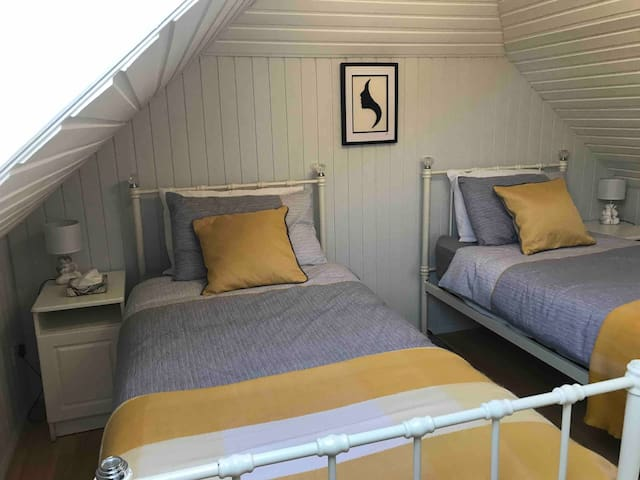 Lovely twin room with velux window that has a black out blind. Very cozy! USB charging point beside each bed.