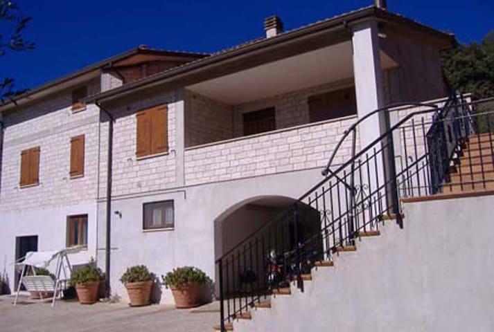 B&B Villa Flora - Appartamento con soggiorno - Perugia - Bed & Breakfast