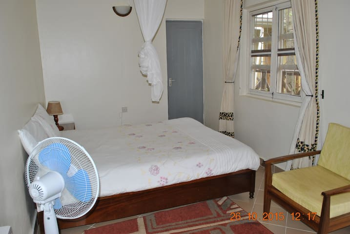 Little Woods Inn Mbarara - Mbarara - Bed & Breakfast