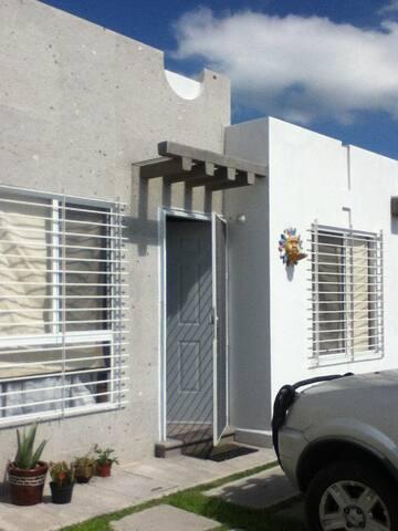 Acogedora Habitación en Zona Accesible y Familiar - El Pueblito - Apartment