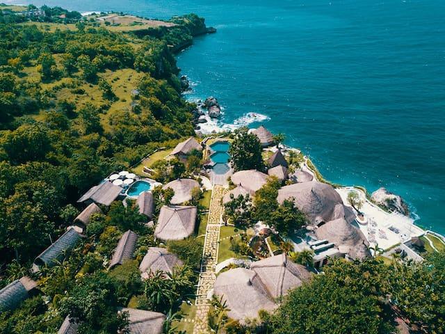 Eco-Loft in clifftop resort above Hidden Beach