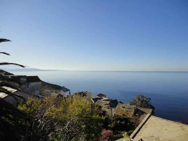 Maison familiale avec vue imprenable sur mer - Canari - Rumah