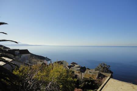 Maison familiale avec vue imprenable sur mer - Canari