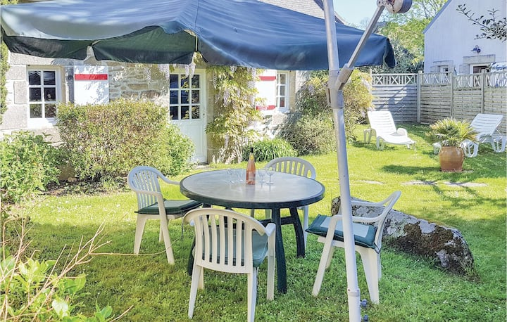Beautiful home in Douarnenez with WiFi and 1 Bedrooms
