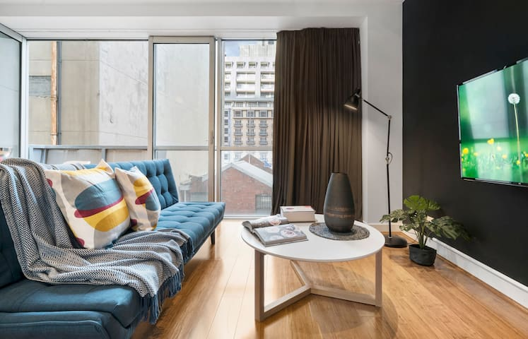 ★5 STAR CBD LOCATION★ Modern & Sleek 1BD | Balcony