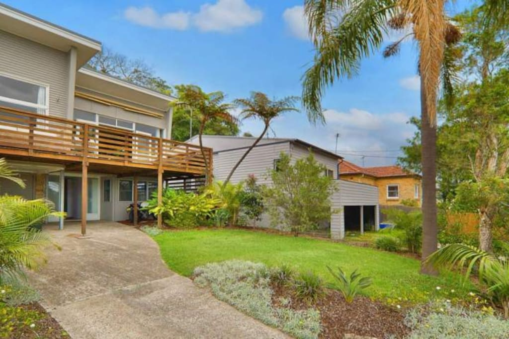 50's beach house with all the mod cons, 300m to Curl Curl beach, 10mins drive to Manly beach