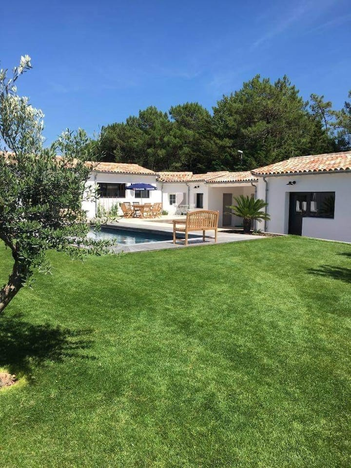 Magnifique villa avec piscine près de la plage