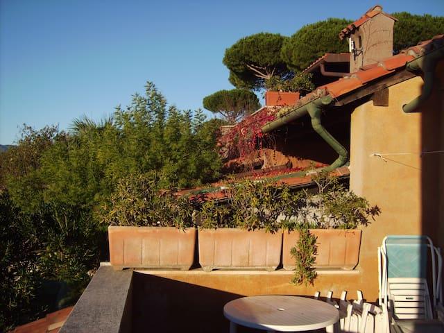 Bilocale splendida vista a 20 minuti dal mare - Finale Ligure - Byt