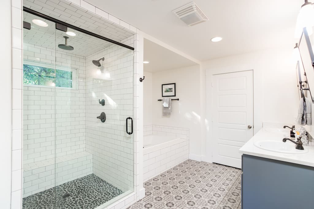 Deluxe master bath with walk-in shower, dual vanity, soaking tub and walk-in closet