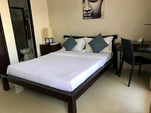 AMCOOP Suites Deluxe104 with Breakfast, WiFi/Cable