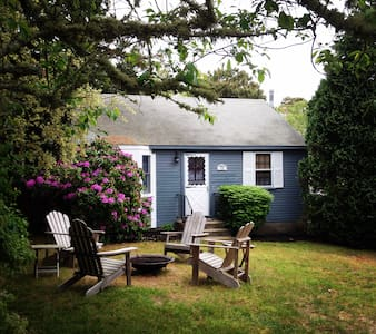 Quintessential Cottage, 1 Block to Ridgevale Beach - Chatham