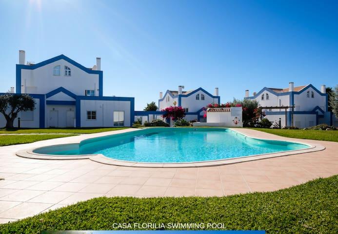 Maison charmante plein Sud, piscine et jardins