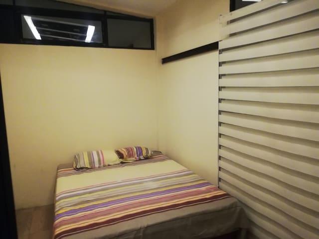 Suite con habitación matrimonial y cocina