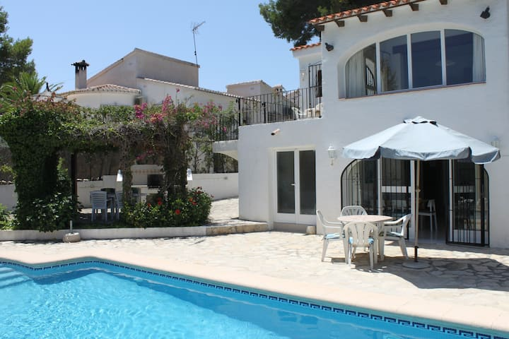 Cosy villa with own pool, climate, wifi, 8 beds.