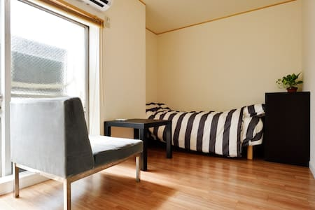 Heart of Kobe easy to access Osaka and Kyoto too - Appartement