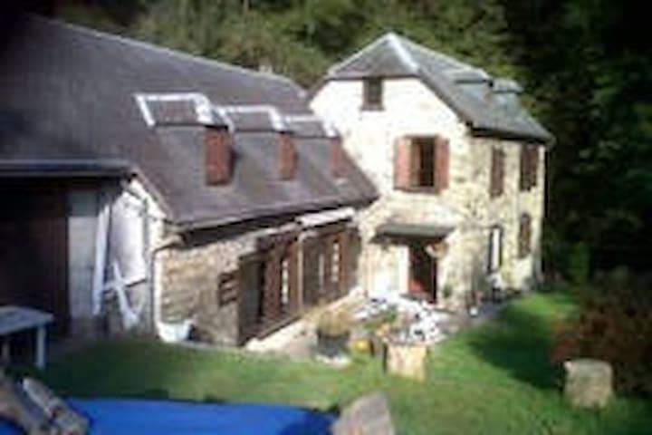 Chambres Maison pyrénées luchon 31 - Guran - House