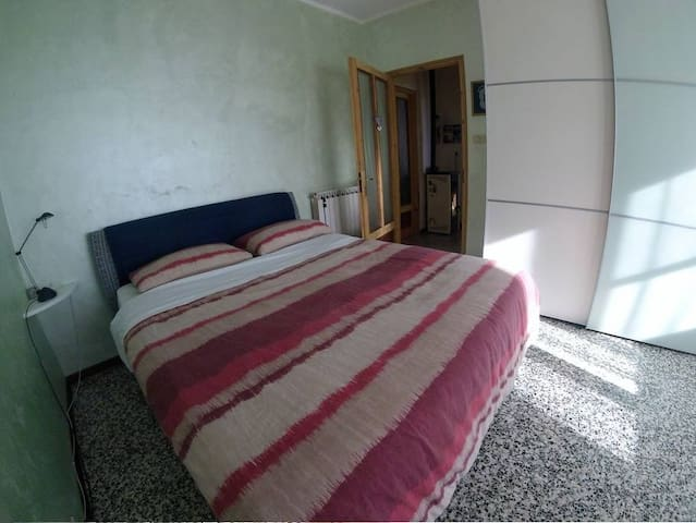 Camera da letto con ampio armadio, possibilità di aggiungere un letto singolo