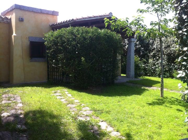 Graziosa villetta con giardino