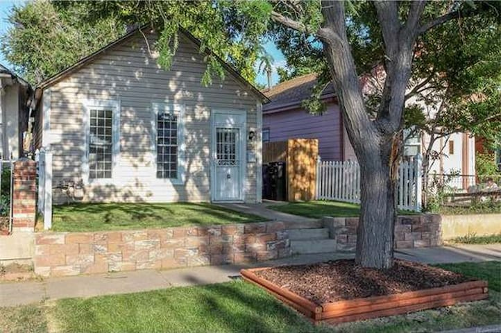 Historic home walking distance from STOCK SHOW