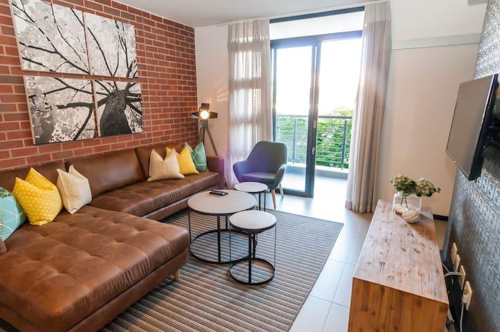 Deluxe Modern Apartment in the Heart of Rosebank