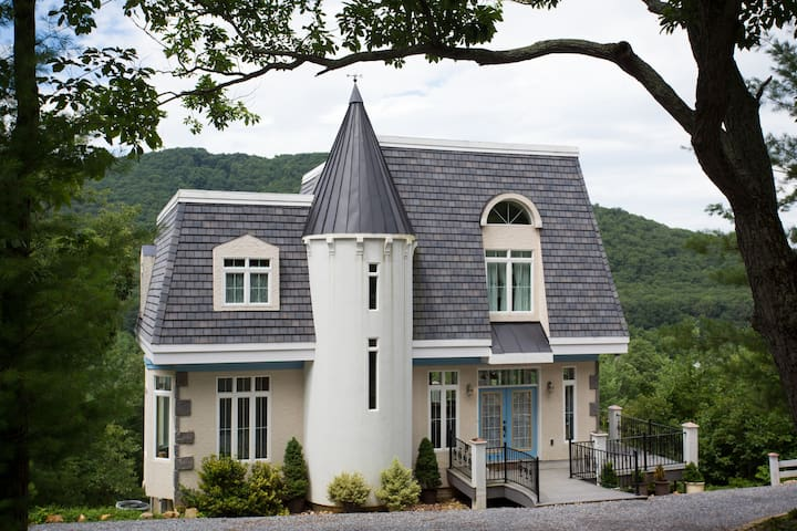 Petite French Chateau on a mountainside. - Elkton - Maison