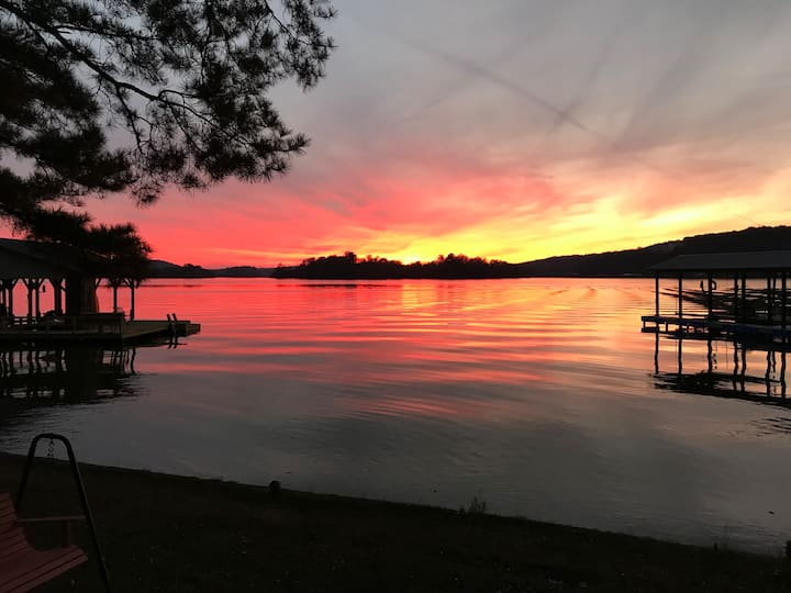 Spacious lake home on beautiful Weiss Lake.