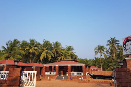 The Monkey Retreat -Beach Resort