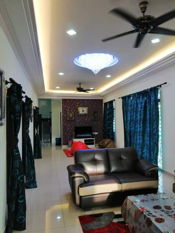 Entire House.Parit Raja, Batu Pahat. 4 BR