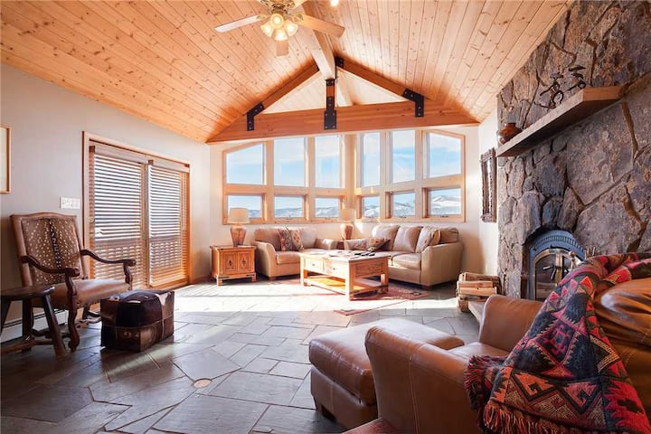 90ST2 by Pioneer Ridge: Dog Friendly ~ Private Hot Tub ~ Walk to Base