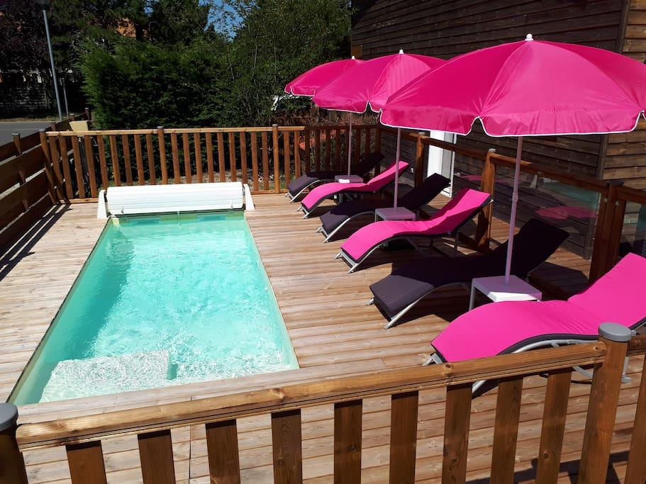 Tout l'équipement nécessaire pour profiter de la piscine (transat, bouée, brassards…) sera à votre disposition.