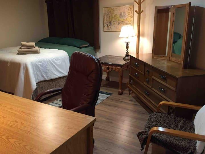Apartment Sleeps 2 (Queen bed)
