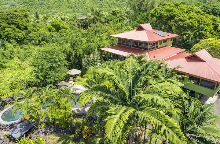 Beautiful Home With Private Pool on Kealakekua Bay